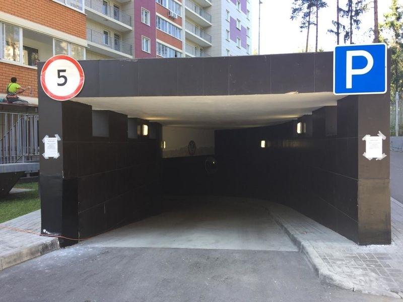 Продается в подземном паркинге - машиноместо , общей площадью - 18.